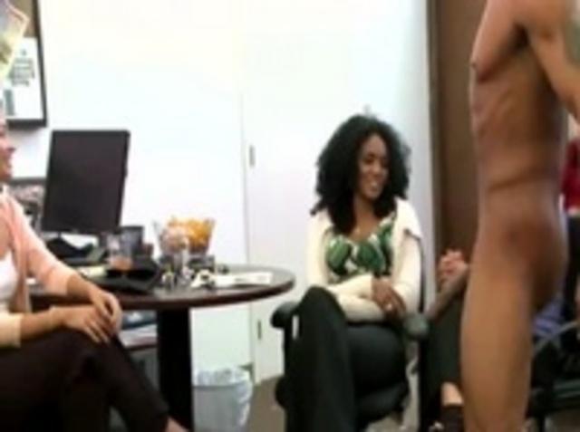 Девушки В Маленьком Офисе Устроили Лёгкий Перерыв - Смотреть Порно Онлайн
