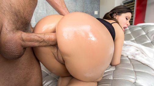 Дикий анальный секс с грудастой телкой