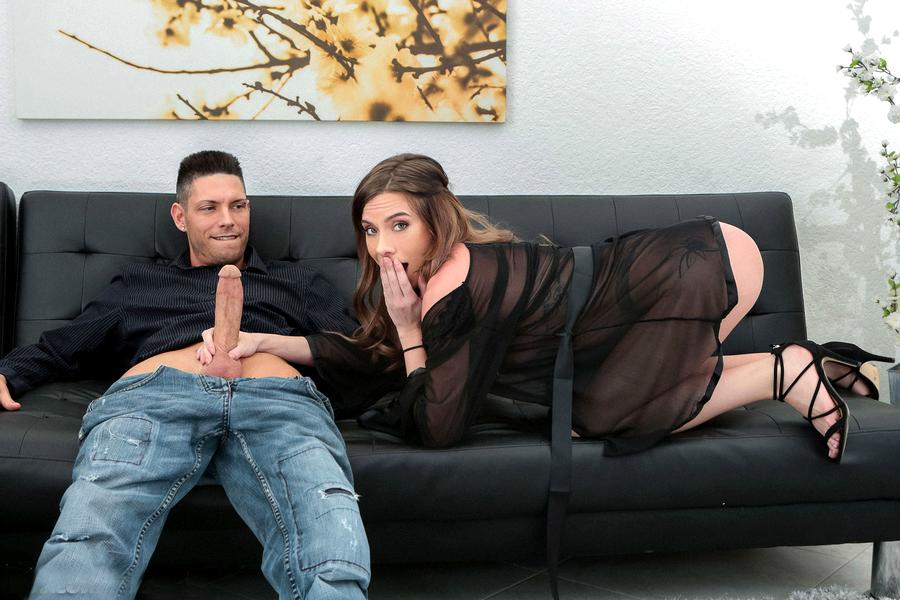 Восходящая порно звезда Lexi Brooke в восторге от члена своего партнёра